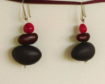 Natural Earrings: courbaril seed and the journal, red bean