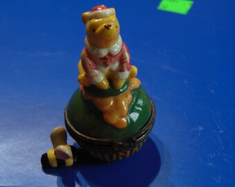 Clasic Winnie the Pooh trinket box by Midwest of Cannon Falls