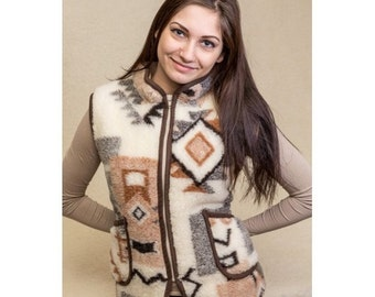 Vest of the sheep wool for women.