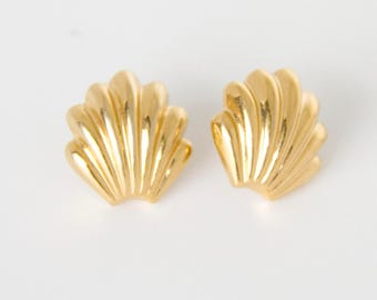 Vintage Gold Seashell Earrings