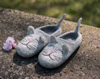 Housewarming gift Hello Kitty cat shoes Home slipers for girls Felted Cat Womens shoes Girls wool slippers wool slippers Women footwear
