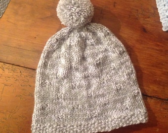 Hat in wool, hand-knitted