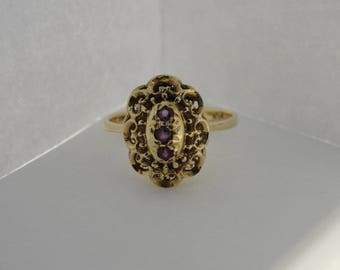 Antique Ladies Oval 18k Yellow Gold Ruby Ring