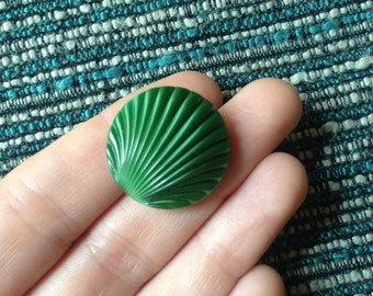 1 vintage glass green shell button c1930s-40s