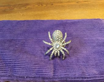 Spider ring with crystals