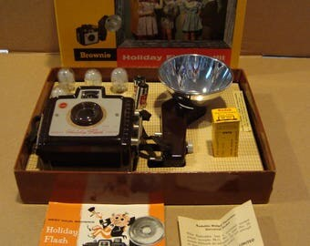 Kodak Holiday Flash Outfit Brownie camera with 5 flash bulbs