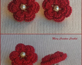Colorful roses shaped lobe earrings made of crocheted and enriched with beads