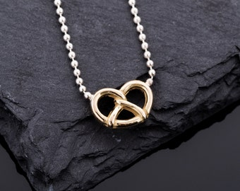 A pretzel a day! Gold chain with pretzel from 750