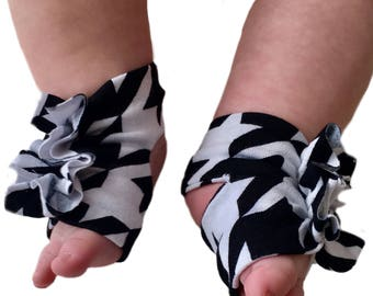 Houndstooth Shoes - Checkerboard Socks - Baby Barefoot Sandals - Newborn Sandal - Houndstooth Booties - Newborn Shoes - Baby Sandals -