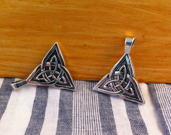 "2 pendants charms ""knot of the sidhe"" Silver triangle shape"