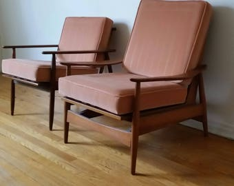 A pair of Mid Century Modern lounge chairs