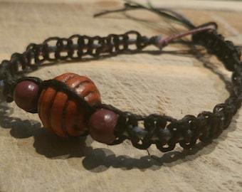 Gradient hemp bracelet with wooden beads
