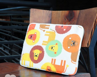 Laptop Sleeve, Macbook Sleeve with colorful lion texture