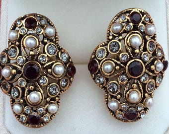 Great earrings with clip and garnets