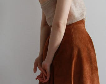 Stunning vintage Hennes & Mauritz tan suede leather skirt with pockets - zip broken (can be repaired if requested)