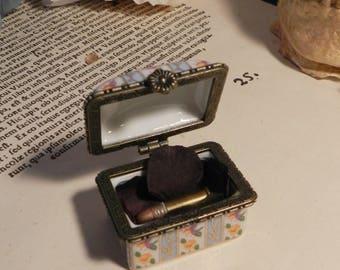 Mini Cabinet of curiosity, promise