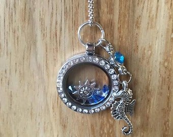 NECKLACE GLASS LOCKET