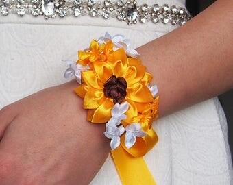 Sunflower corsage // Yellow corsage // Yellow prom flowers // Prom wrist corsage // Fabric flower corsage // Silk flower bracelet