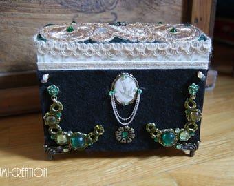 Petit coffre à bijoux vert et doré style ancien