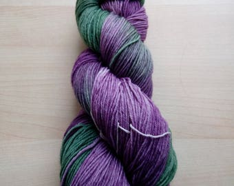Hand-dyed wool active fine Greenpurple