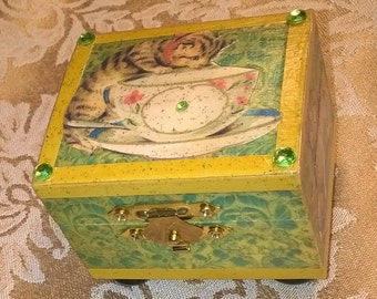 Victorian Kitty Mini Trinket Box