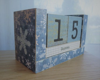 Perpetual Wooden Block Calendar - Country Snowflakes - Gifts for Them - Gifts for 20 - Seasonal Gifts