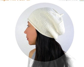 15% OFF SALE: Made in France - Beret Style Merino Slouch Hat. Soft Cream/ Ivory White. Romantic / Boho. Spring / Ski. Handmade in France.