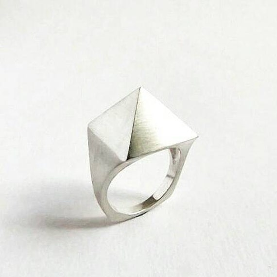Sterling Silver Pyramid Minimalist Facet Ring. Contemporary Statement Ring. Silver Pyramid Ring.
