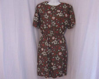 Vintage Liz Claiborne Dress size 6. Army Green Print Dress, Modest Dress, Short Sleeve Dress