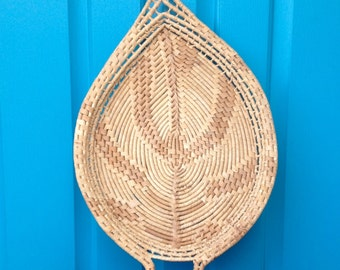 SALE-FREE SHIPPING-Vintage Woven Natural Wicker/Straw Leaf Shaped Tray-Boho Wall Decor-Tropical-Earthy-Coastal-Kitchen Decor-Vanity Tray