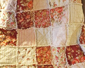 Red and Ecru Roses Rag Quilt, Cottage Style, Large Lap Quilt