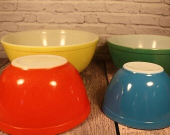 Vintage Pyrex - Primary Nesting Bowls - Set of 4 Mixing Bowls - 404 Yellow - 403 Green - 402 Red - 401 Blue
