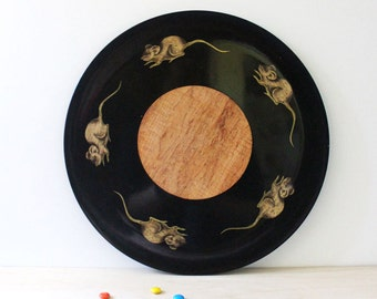 Cheese Thief. Couroc tray with mouse for Cheese and Crackers. Vintage round mid century serving.