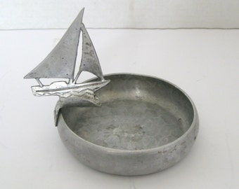 Free Shipping Vintage King Hand Wrought Aluminum Sail Boat Ashtray