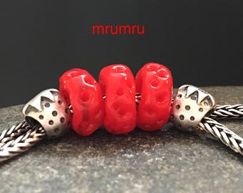 MruMru big hole Strawberry Paradise. Handmade lampwork beads. Sra