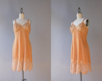 Vintage Lingerie / 1960s Beige Nude Scalloped Slip / Vintage 60s Vanity Fair Beige Lace Slip small xs 34