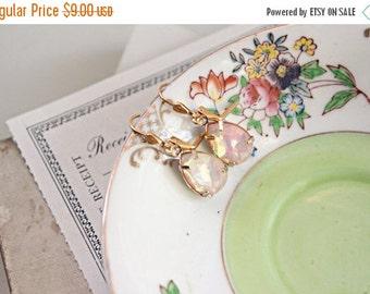 Sale Pink crystal teardrop vintage earrings.