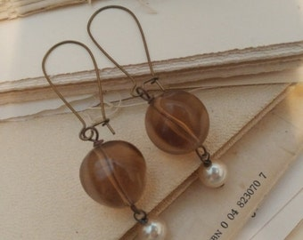 Sale Coffee and cream dangle pearl vintage earrings