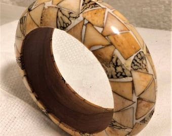 Vintage Chunky Wood Bangle Bracelet with Inlaid Angular Pieces of Bone and or Tagua Nut in Pale Peach, Cream, and Brown Colors. (D14)
