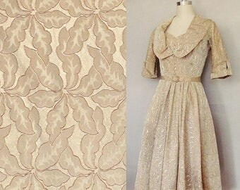 27 Waist, Vintage 1950s Dress / Sweetheart neckline 1950s dress for bridal, wedding, prom or party / taupe or champagne color / small size