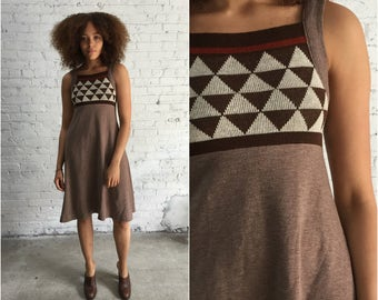 vintage 1970s brown knit a line dress / triangle print  geometric minimalist style / 70s neutral tone trapeze dress