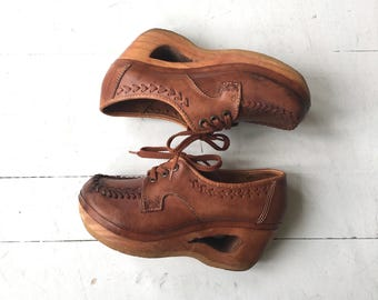 Cutout Tooled platforms | vintage 1970s platform oxfords | vintage tooled leather platforms 6.5