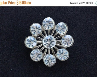 On sale Sparkly Vintage Rhinestone Floral Brooch, Pin, Silver tone (Z17)