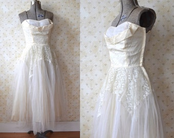 Vintage 1950's Off White Tulle + Lace Dress/ Strapless Wedding Prom Party Cupcake Dress/ XS