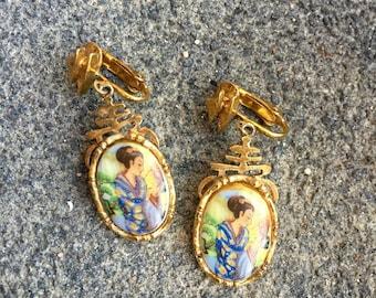 Hand-painted Geisha Earrings - signed ART earrings - Mode-Art earrings - clip-ons - 1960s vintage - pagodas - Aurthor Pepper - troppobella