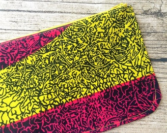 Make up African print. Zippered pouch, make up,  Purse, cosmetic purse. Wax print