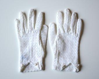 Vintage Lace Gloves, 1st communion gloves, vintage gloves, white gloves, pearl gloves, 1960's gloves, driving gloves, ladies wedding gloves