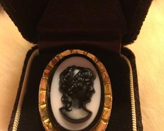 Vintage gold tone black cameo ring