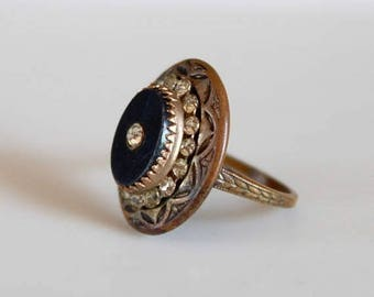 SALE Art Deco ring with black resin and rhinestones / 1930s vintage dress ring with embossed details / size 7