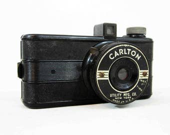Vintage Carlton Camera by Utility Mfg. Co. Circa 1940's.